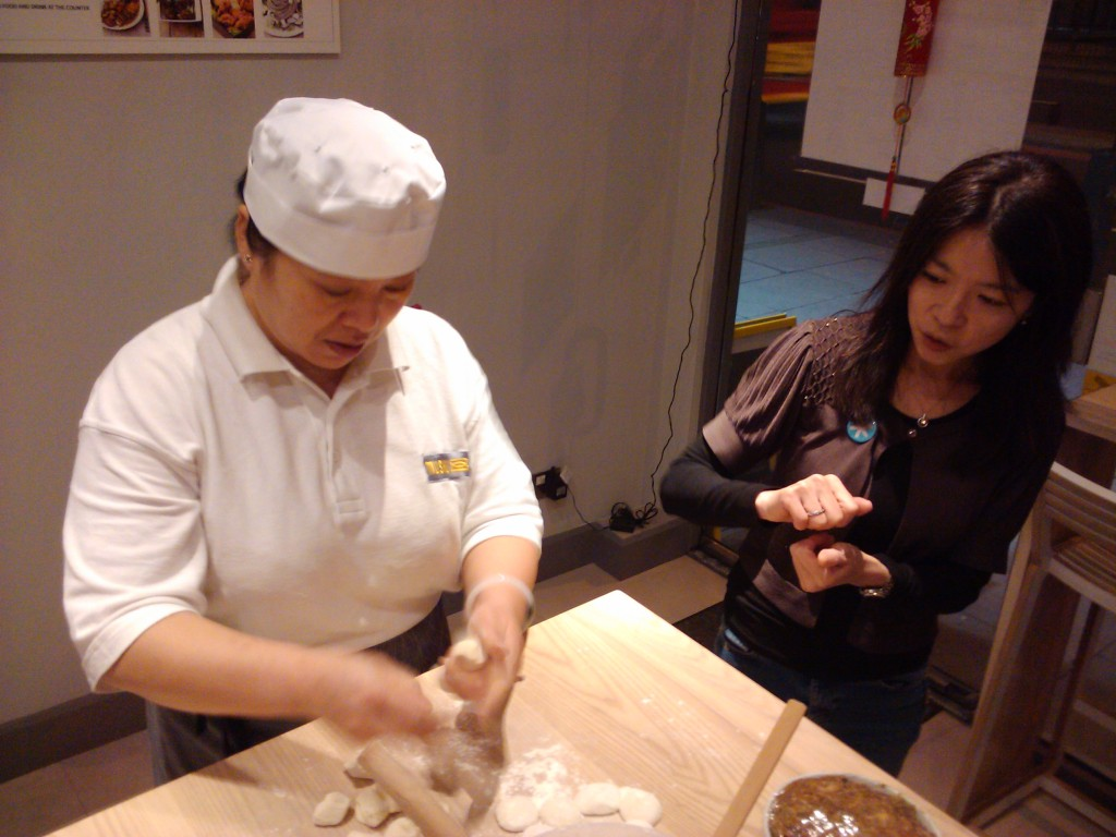 Da Jie making dumplings at Mushu 01